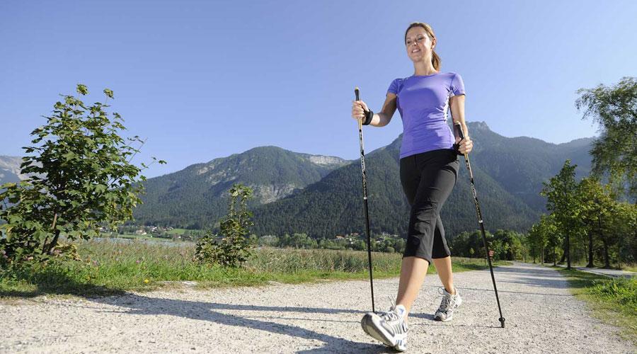 Насколько полезна ходьба с палками
